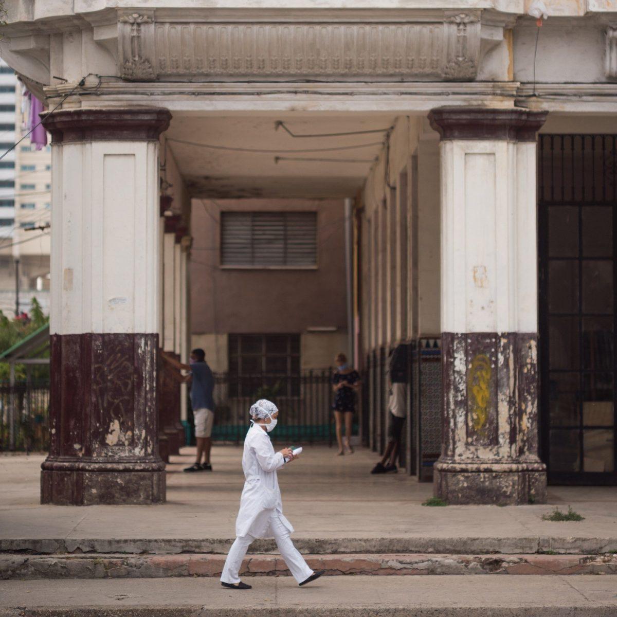 ADN Cuba: Entre la espada y la pared: Las misiones de médicos cubanos en la era del COVID-19