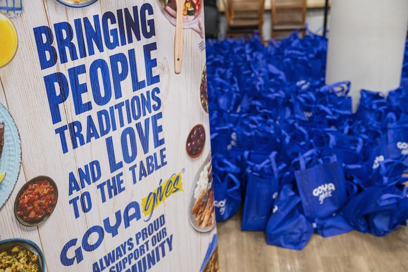 Trabajando para nuestro país. Como parte de la Iniciativa de Prosperidad Hispana Goya da 1 millón de latas de garbanzos y 1 millón de libras de comida a bancos de alimentos en los Estados Unidos
