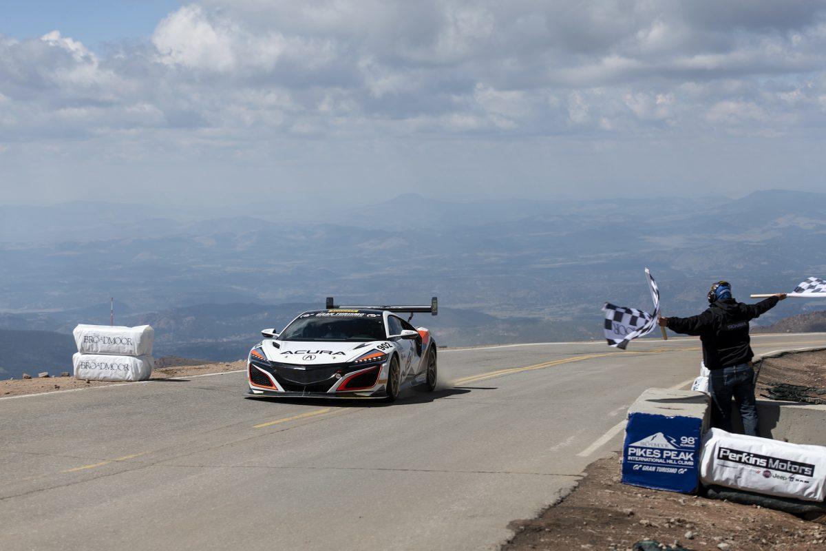 El NSX de Acura alcanza un nuevo récord para un automóvil de producción híbrido en Pikes Peak y el TLX 2021 llega a los concesionarios tras alcanzar la cima