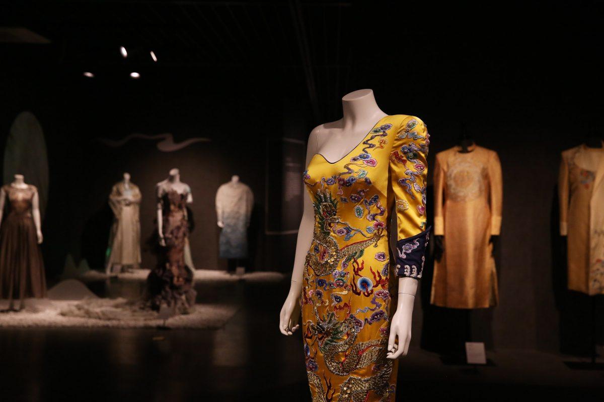 China National Silk Museum presenta la exposición de obras maestras icónicas de moda de diseñadores chinos contemporáneos